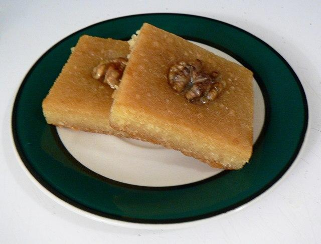 By stu_spivack (dessert) [CC BY-SA 2.0], via Wikimedia Commons