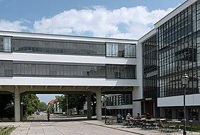 Edificio del Bauhaus, Dessau, Alemania 1926. Arquitecto: Walter Gropius.