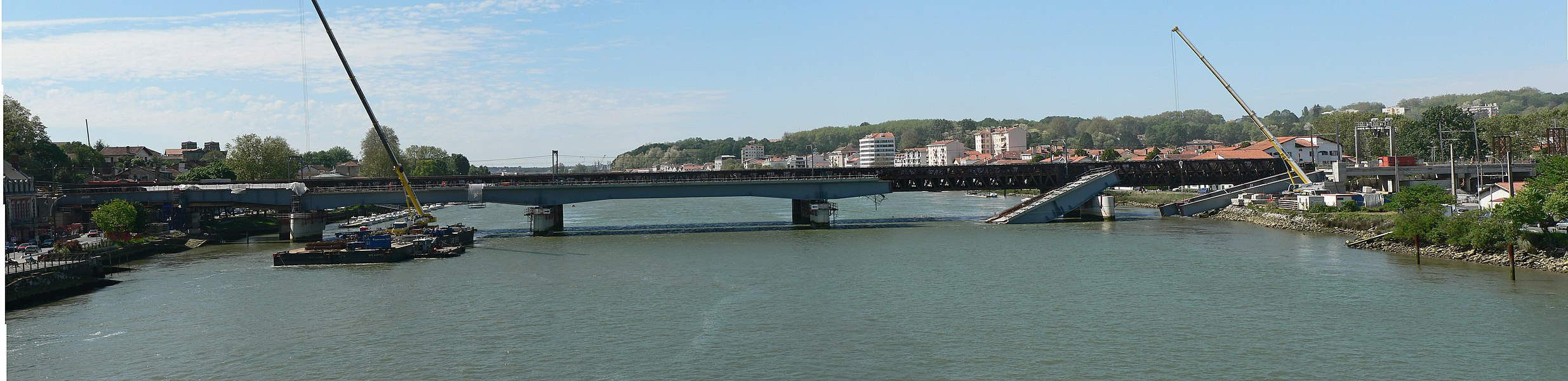 Railway bridge over the Adour River in Bayonne broken after the implementation of the last span.