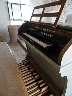 Behmann-Orgel Pfarrkirche Neustift Spieltisch.jpg