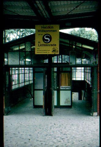 Lichtenrade station - Entrance building with ticket office in 1984