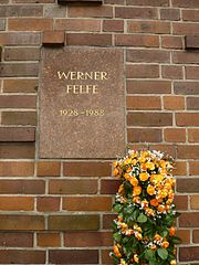 Berlin Friedrichsfelde Zentralfriedhof, Gedenkstätte der Sozialisten (Urnenwand) - Felfe