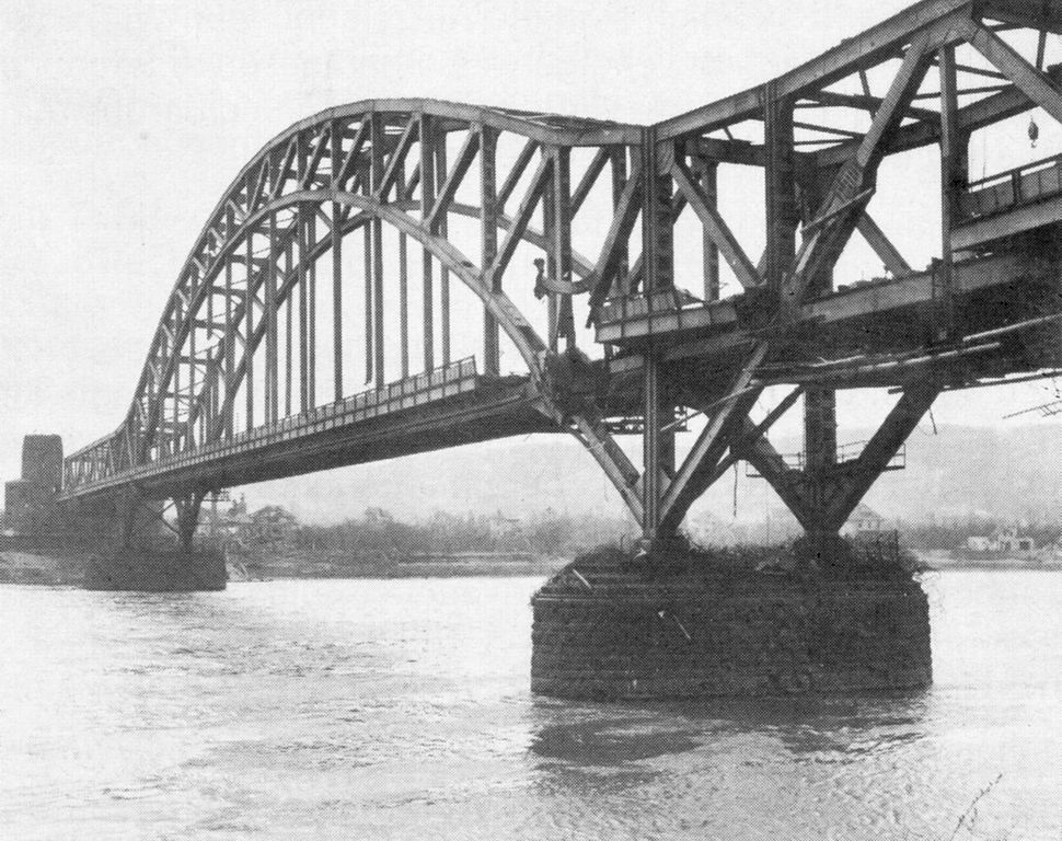 Beschädigte Brücke