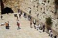 Betende Gläubige an der für Juden heiligen Klagemauer, Jerusalem - panoramio.jpg