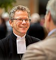 Biskop Andreas Holmberg i samtal.jpg