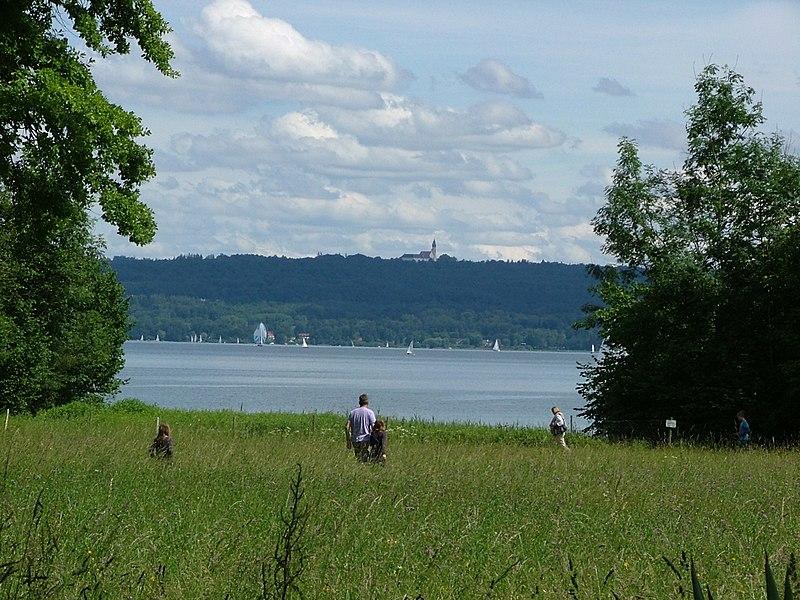 File:Blick über den See - panoramio (1).jpg