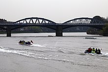 Boat Race 2011 Barnes Railway Bridge centre span.jpg