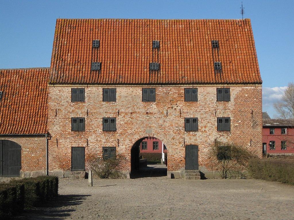 Borreby Slot - Portbygningen1.JPG