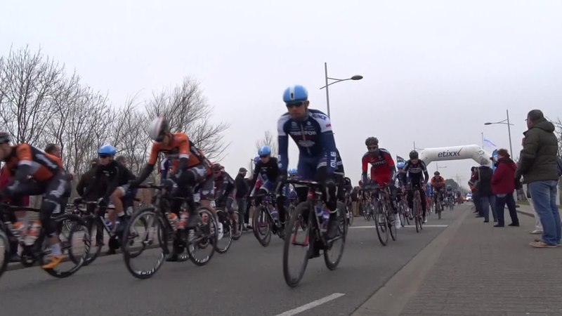 File:Bredene - Handzame Classic, 20 maart 2015, vertrek (C33A).ogv