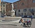 Brescia fontana di Minerva Piazza Duomo 2.jpg
