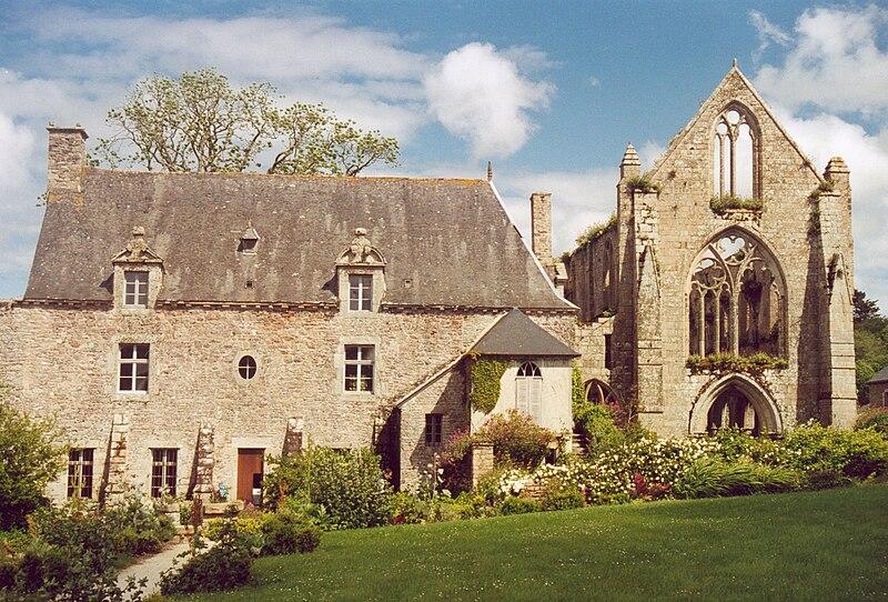 http://upload.wikimedia.org/wikipedia/commons/thumb/8/82/Bretagne_Beauport_Abbaye_02.jpg/800px-Bretagne_Beauport_Abbaye_02.jpg