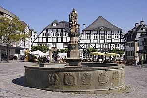 Petrusbrunnen, genannt Kump, auf dem Marktplatz von Brilon
