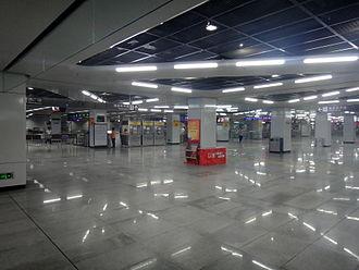 Buji station - Line 5 concourse