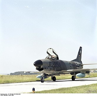 Taktisches Luftwaffengeschwader 74 - Image: Bundesarchiv B 145 Bild F027408 0001, Flugzeug F 86 K Sabre des JG 74