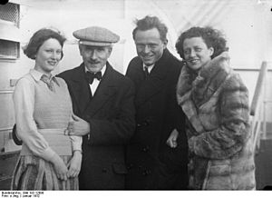 Adolf Busch - Adolf Busch, his wife and daughter, with Arturo Toscanini (in hat)