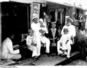 Indian diaspora in Southeast Africa - Indian trader's family in Bagamoyo, German East Africa, around 1906/18.