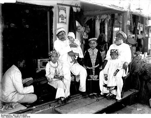 Bundesarchiv Bild 105-DOA0390, Deutsch-Ostafrika,Indische Kaufmannsfamilie