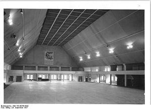 1958 World Men's Handball Championship - Image: Bundesarchiv Bild 183 48268 0002, Erfurt, Thüringenhalle, Innenansicht