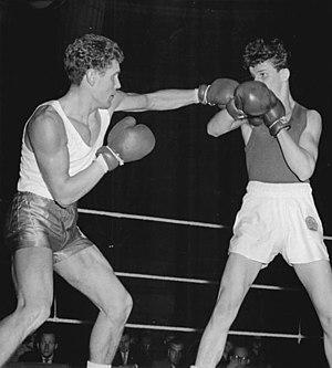 Jan Szczepański (boxer) - Jan Szczepański (left)