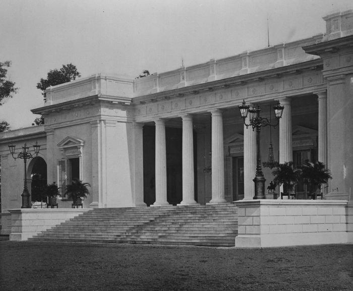 COLLECTIE TROPENMUSEUM Het paleis van de gouverneur-generaal aan het Koningsplein in Batavia TMnr 60025394