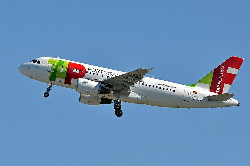 Airbus A319 de TAP despegando de Roma-Fiumicino.