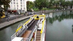File:Canal Saint-Martin, October 2009.ogv