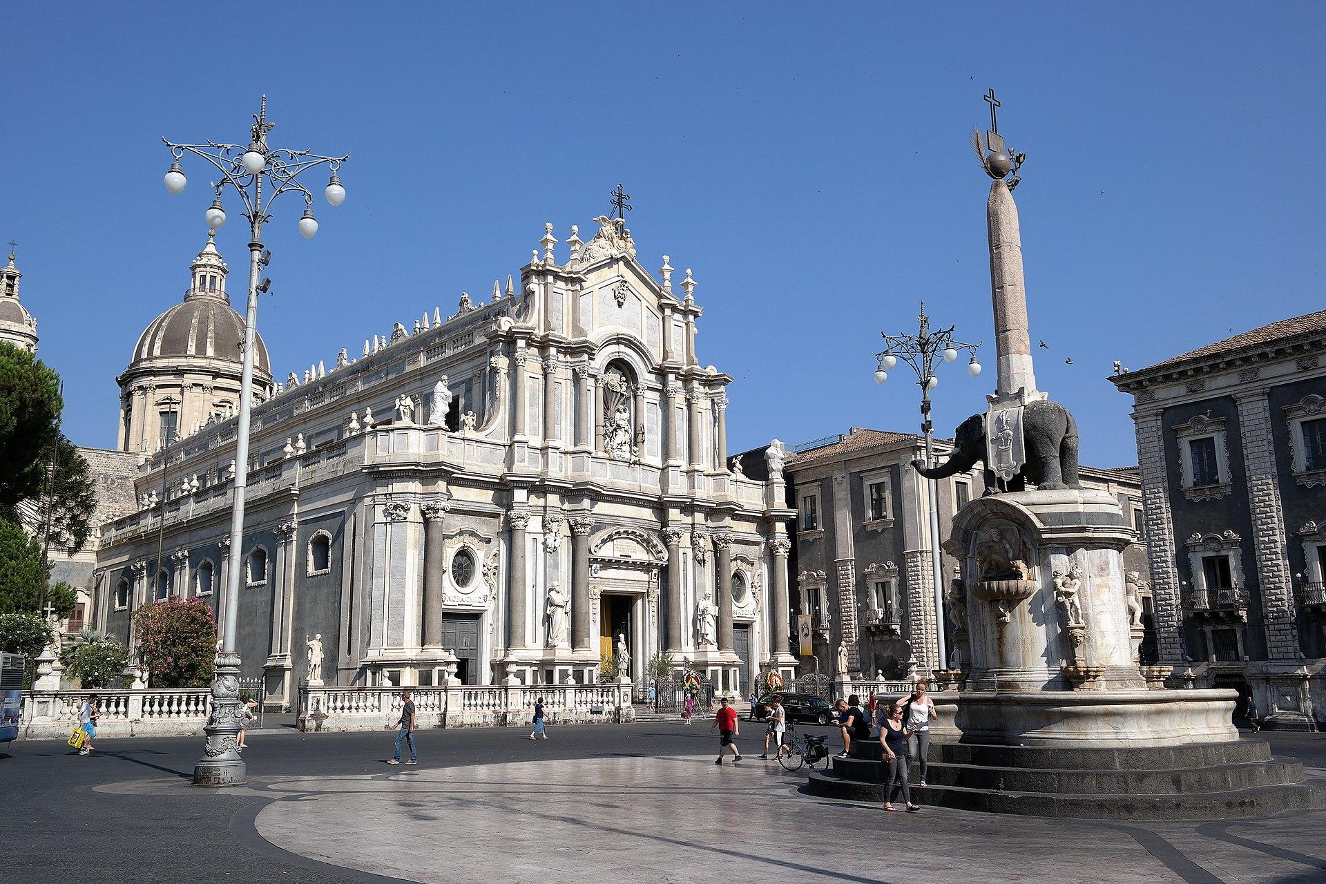 Piazza del duomo catania wikipedia - Piscine a catania e provincia ...