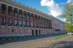 Catherine Palace (Moscow) - Moscow's longest colonnade consists of 16 dark columns set in a loggia