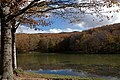 Cesarò - Lago Maulazzo e Antenne Monte Soro sullo sfondo - panoramio.jpg