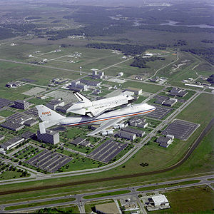 Challenger Ferry Flight Flyover of Lyndon B. Johnson Space Center