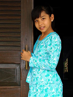 Chams - Young Muslim Cham girl in Châu Đốc