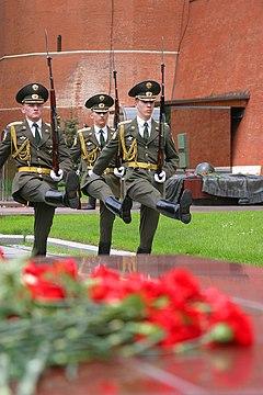 Changing Guard Alexander Garden Moscow.hires.jpg