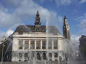 Place Charles II, Hôtel de Ville et beffroi.