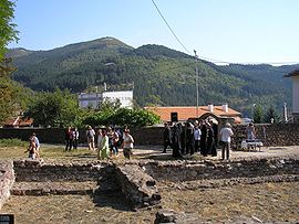 https://upload.wikimedia.org/wikipedia/commons/thumb/8/82/Chiprovtsi_stara_katedrala.JPG/270px-Chiprovtsi_stara_katedrala.JPG