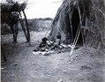 Choroti; moder med barn. samma som 71-10. 71-10 saknas (Ant.SK). Gran Chaco. Bolivia - SMVK - 0072.0019.tif