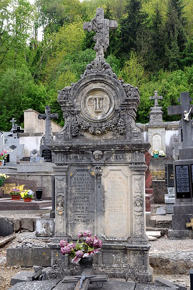 Tombeau Famille Déglin au cimetière d'Ottange.