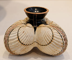 Aryballos - Aryballos in the form of three cockle shells, 6th century BC (Metropolitan Museum of Art)