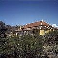 Collectie Nationaal Museum van Wereldculturen TM-20029920 Het gerestaureerde Landhuis Siberie Curacao Boy Lawson (Fotograaf).jpg
