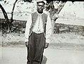 Collectie Nationaal Museum van Wereldculturen TM-60061941 Portret van een man op straat in Kingston Jamaica fotograaf niet bekend.jpg