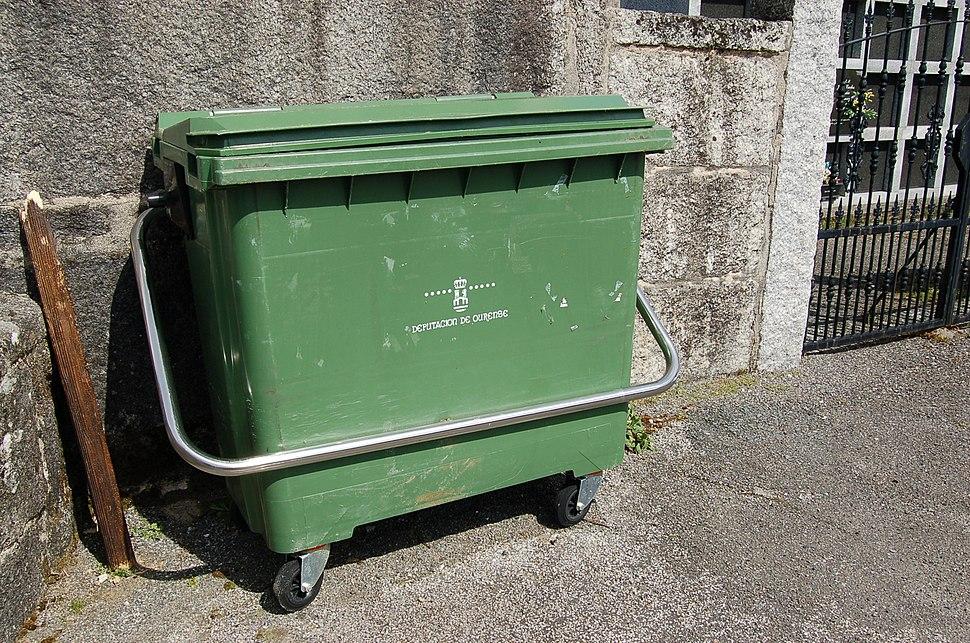 Contedor do lixo da Deputación de Ourense en Barroso, Avión