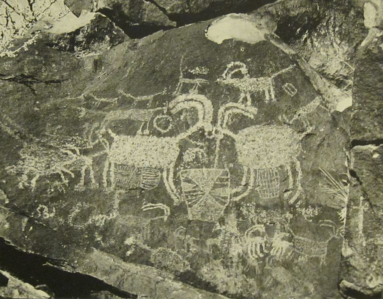 File:Coso petroglyphs (5).JPG