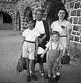 Csoportkép, 1942-ben a Nagyszállónál. Fortepan 55560.jpg