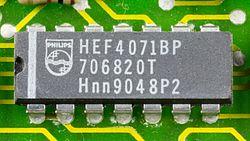 DOV-1X - Philips HEF4071BP on printed circuit board-9796.jpg
