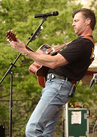 Darryl Worley - Darryl Worley performing for the troops at the Pentagon, April 2003