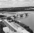 De Pont Saint Bénézet (Le Pont dAvignon) over de Rhône, met op een van de pijle, Bestanddeelnr 254-0234.jpg
