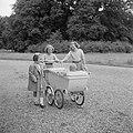 De prinsessen Beatrix, Irene en Margriet aan het wandelen met prinses Christina , Bestanddeelnr 255-7516.jpg