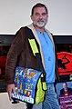 Della, Pop Art-Künstler aus Hannover, hier mit einer von ihm entworfenen Umhängetasche am ersten Tag der Wirtschaftsmesse Hannover 2013 in der Nordkurve.jpg