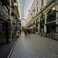 Door twee beglaasde kappen overdekte winkelgalerij - 's-Gravenhage - 20396130 - RCE.jpg