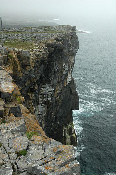 File:DunEonghasa Cliff.JPG