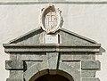 Eberndorf Kirchplatz 1 Augustinerchorherrenstift äußeres Tor Sprenggiebel mit Christusmonogramm 31082017 0584.jpg